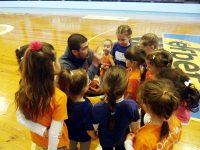 """Пъстър спортен празник събра родители и малчугани в плевенската зала """"Балканстрой"""" (галерия)"""