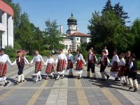 Танцьори от Долна Митрополия извиха кръшно хоро на фестивал в Плевен