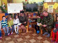 """Родители четоха приказки на децата в ДГ """"Щастливо детство"""" – Плевен (галерия)"""