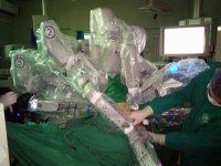 Уникална робот-асистирана операция извърши мултидисциплинарен екип от хирурзи в Плевен