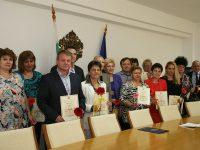 """12 учители от Плевенско получиха грамота """"Неофит Рилски"""" (снимки на всички наградени)"""