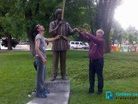 Великият Емил Димитров отново има свой паметник в родния Плевен /снимки/