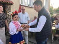 Народният представител Стефан Бурджев гостува на жители на Горни Дъбник по повод 1 май