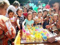 С торта в Градската градина започна празничният 1 юни в Плевен (снимки)