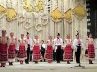 Капанският ансамбъл зарадва жителите на Червен бряг