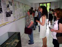 """Изложбата """"В изгнание"""", посветена на Н.В. Цар Симеон II, бе открита в Плевен (галерия)"""