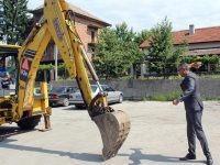 """В Кнежа направиха първа копка за канализацията на ул. """"Назъм Хикмет"""""""