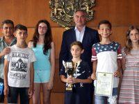 Кметът Спартански поздрави плевенски ученици за завоювано първо място по шах