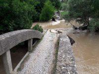Приливна вълна разруши моста над Вит в Комарево (снимки)