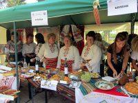 230 участници от 23 населени места участват днес в кулинарно-фолклорния фестивал в Асеново