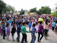 Гулянци празнува днес 44 години от обявяването му за град