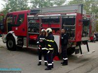 Гасиха пожар в склад на куриерска фирма в Плевен