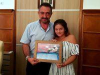 Деца изненадаха с подарък председателя на Общинския съвет в Плевен
