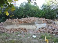 Продължава събарянето на опасни стари сгради