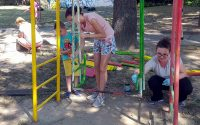 """Деца, родители и учители заедно разкрасиха двора на ДГ """"Надежда"""" – Плевен"""