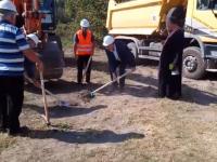 Направиха първа копка за изграждане на канализационна и водопроводна мрежа в село Буковлък