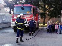 "В ДГ ""Иглика"" – Плевен проведоха занятие по евакуация в случай на пожар или стихийно бедствие"