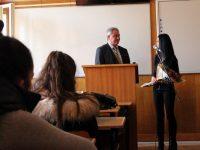 """Директорът на Педагогическия колеж """"подари"""" на кмета Спартански 55 абсолвенти"""