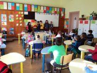 """Третокласници от ОУ """"Лазар Станев"""" четоха приказки на по-малките си съученици"""