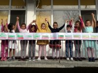 """В ДГ """"Надежда"""" – Плевен нарисуваха най-дългия трибагреник за Деня на будителите"""