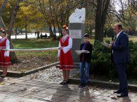 В Левски откриха паметник на Христо Ботев и паметна плоча на народните будители