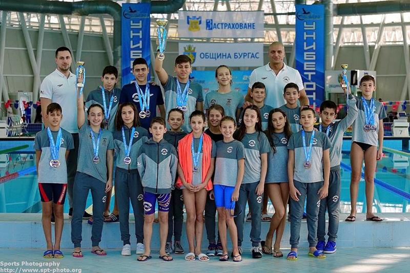 "Плувците на ""Инвиктус"" – Плевен с 25 медала от турнира Burgas Swimming Open 2018"