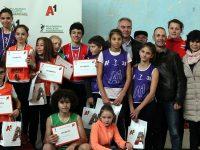 """Кметът Спартански награди участниците в петия кръг от веригата """"А1 атлетика за младежи"""" в Плевен"""
