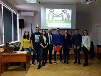 """Ученици от Езиковата гимназия в Плевен представиха спечелен проект по """"Еразъм +"""""""