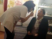 """Кампанията """"Право на зрение"""" посети пенсионери в Червен бряг и Луковит"""