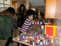 """Благотворителен коледен базар за малкия Тео наредиха във филиала на ДГ """"Щастливо детство"""""""