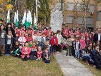"""Бъдещи първокласници от ДГ """"Иглика"""" отдадоха почит към делото на народните будители"""