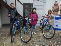 Трима късметлии в Пордим днес бяха зарадвани с велосипеди