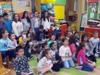 """Ученици от НУ """"Христо Ботев"""" – Плевен гостуваха на малчугани в детски градини"""