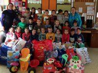 """Малките палавници от ДГ """"Слънце"""" в Левски изпратиха над 200 кг дарения за деца в неравностойно положение"""
