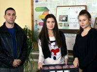 """Млад плевенчанин с дарение към коледния базар на ПГТ """"Алеко Константинов"""""""