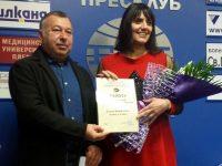 """Елина Кюркчиева от """"Плевен за Плевен"""" с награда """"Мисия журналист"""" от СБЖ"""