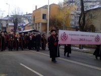 Празнично шествие на млади лекари от МУ – Плевен премина през центъра на Плевен (галерия)