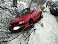 Поледицата създаде главоболия на шофьори в Плевенско