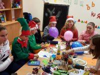 Сръчни плевенски деца майсториха коледни картички