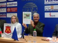 """От Сдружение """"Артилерия"""" събраха в сборник есетата от конкурса """"Защо ще остана в България?"""""""