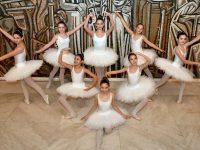"""Балерини от школата при читалище """"Съгласие"""" участваха в благотворителен бал в столицата"""