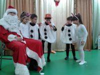 """Дядо Коледа зарадва послушните малчугани от ДГ """"Калина"""" – Плевен"""