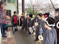 Малки коледари благославяха за здраве и берекет домовете в село Малчика