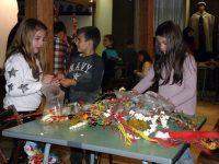 Първите малки майстори създадоха сурвачки и картички в работилницата на РИМ-Плевен