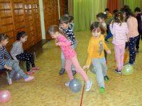 """Ученици на СУ """"Стоян Заимов"""" и малчугани от ДГ """"Еделвайс"""" се забавляваха заедно"""