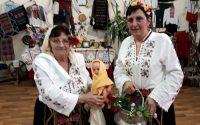 С конкурси за най-млада и най-щура баба празнуваха Бабинден в Асеновци