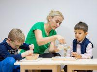 """Детска школа """"Първите седем"""" предлага почасови Монтесори занимания!"""
