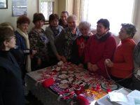 Баби от село Радомирци изработват мартеници за благотворителен базар