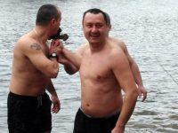 Военен се пребори за кръста във водите на река Искър край Ореховица