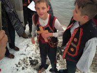 12-годишен смелчага извади кръста от река Златна Панега край Радомирци